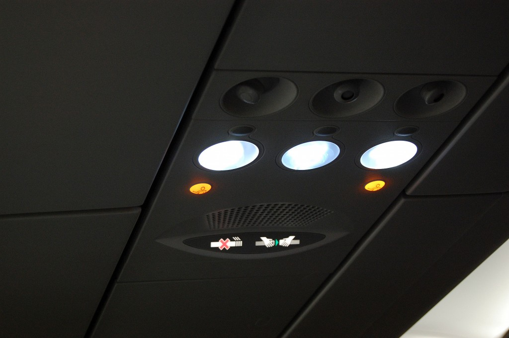 Airplane-overhead-seatbelts-sign